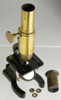 Antique brass bodied Microscope, with eyepiece and 3 objectives ____ microscopio