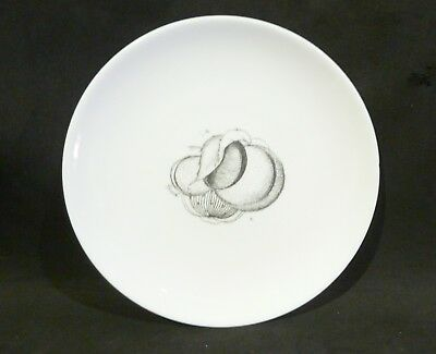 SUSIE COOPER BLACK FRUITS  SIDE / SALAD PLATE 21 cm PEACH