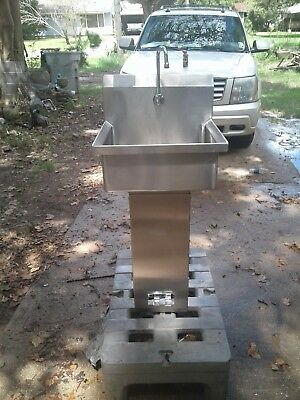 """STAINLESS STEEL HANDS FREE HAND SINK SINGLE STATION 20"""" x 19"""" x 8""""deep- 43"""" Tall"""