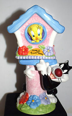 Estate=Sylvester and Tweety in his Bird House Decorative Salt & Pepper Shakers