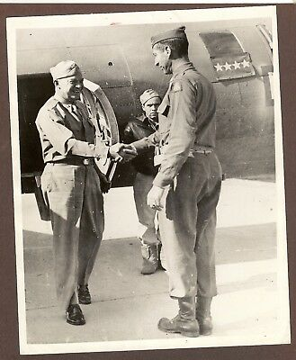 1943 Press Photo General Dwight Eisenhower Greeted by General Clark in Italy