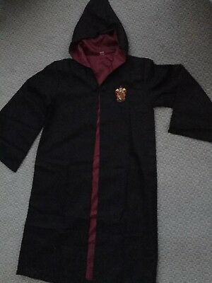 New Black Harry Potter Gryffindor Lined Cape With Sleeves, Crest & Hood Large