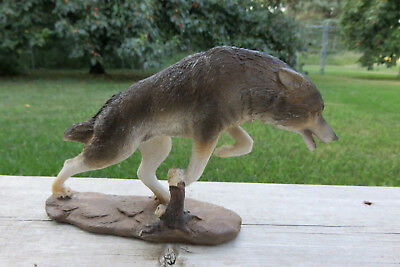 Running Wolf Figurine Ornament Decoration Resin Wolves Statue New 8 in. W