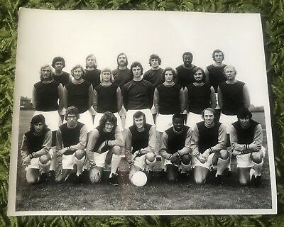 Original 10x8 West Ham United Squad  Press Photo Circa 1972 Inc Bobby Moore