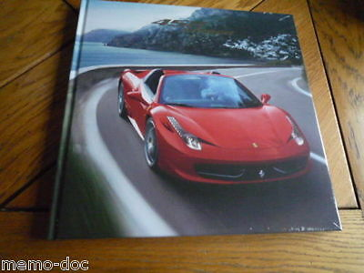 HB Brochure FERRARI 458 SPIDER : catalogue cartonné 72 pages GB / IT