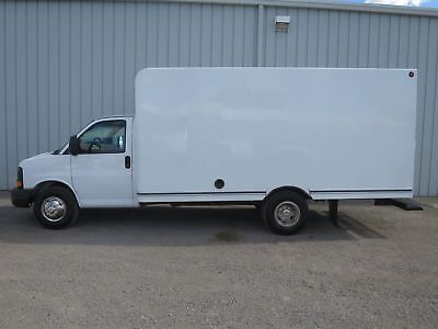 Express 3500 V-8 Gas 15-Ft Cube Van Cutaway Box Delivery Haul Truck Low Miles