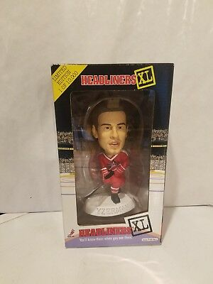 NHL 98' Headliners XL STEVE YZERMAN Detroit Red Wings Figure Limited Edition COA