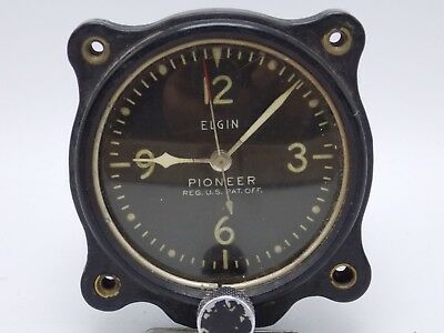 Vintage Antique WWII era Elgin Pioneer Aircraft Cockpit clock 3310-2-A-8533 runs