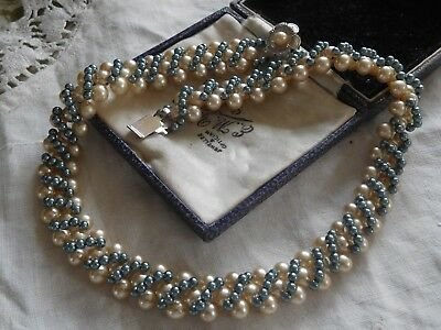 Pretty Vintage 1950s Glass Pearl Necklace with lovely clasp