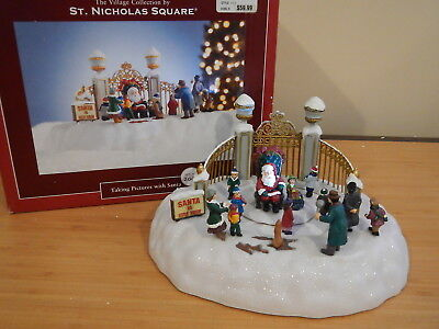 St. Nicholas Square - Animated Taking Pictures with Santa - No Flash