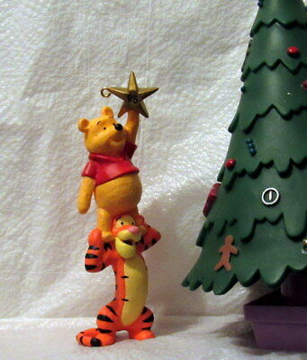 Hallmark Keepsake Ornament 1995 Winnie the pooh And Tigger Hanging The Star