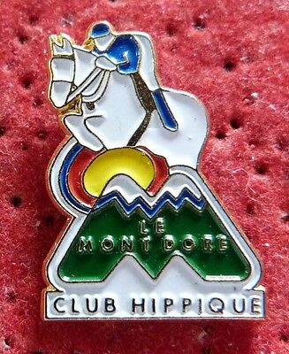 Rare Pin's Cheval Equitation Club Hippique Le Mont Dore