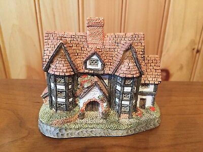 David Winter Cottage Shirehall 1985 Hand Made And Hand Painted Great Britain