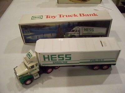 Hess 1987 Toy Truck Bank Tractor Trailer With Barrels
