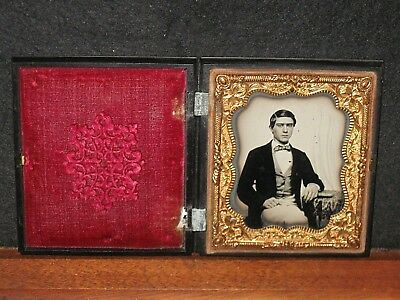 ANTIQUE AMBROTYPE PHOTO 1/6th WELL DRESSED MAN in GUTTA PERCHA Case