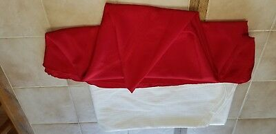 """2 Cloth Table Clothes White Oval 59"""" x 82""""  Red Round  70"""""""