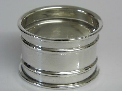 A FINE ANTIQUE SOLID STERLING SILVER NAPKIN RING - BIRMINGHAM 1915 12grams