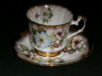 English Elizabethan China Cup & Saucer Dogwood Pattern Lots of Gold