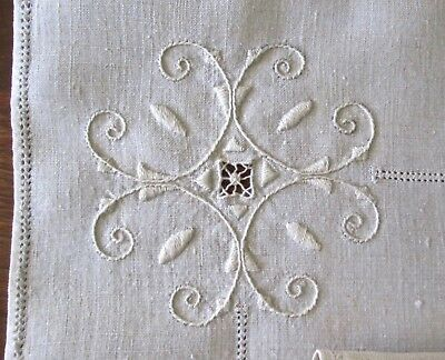 """antique set 2 runners+8 napkins cream linen w great embroidery 22x15, 10.5"""" sq"""