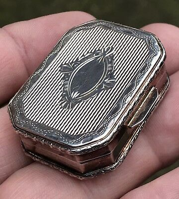 """A Fine Quality Vintage Solid Silver """"Engine Turned"""" Pill Box, London 1990.."""