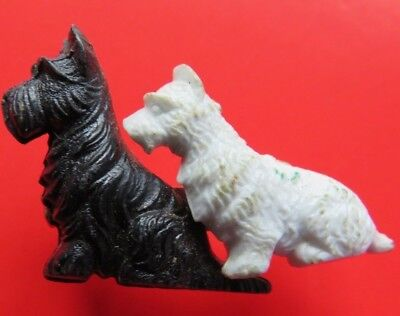 SCOTTIE  DOG  <>  BLACK  &  WHITE  WHISKY  <>  vintage  ADVERTIZING  BADGE
