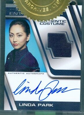 Star Trek Enterprise Season 4  Linda Park 2 Case Incentive Auto'd Costume Card