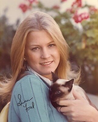Susan Ford HAND SIGNED 8x10 Gerald Ford Daughter Official White House Photo