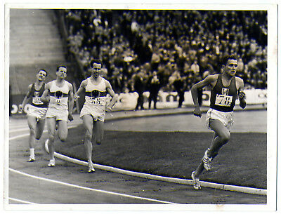 Photo de MICHEL JAZY lors d'un match d'athletisme FRANCE - ALLEMAGNE