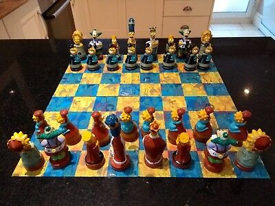 The Simpsons Official Chess Set In Tin (Cardinal, 2002)