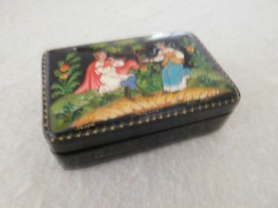 Vintage Hand-painted Russian Lacquer Box Artist Signed