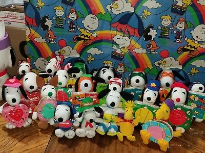 Vintage Peanuts Snoopy 16 Small  Plush With Candy Lot And 4 Small Metlife Plush