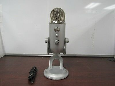 Blue Microphones Yeti USB Wired Condenser Microphone - Silver [21c]