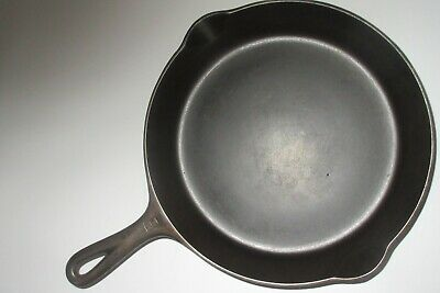 GRISWOLD VINTAGE 1939 CAST IRON #8 SKILLET-SMALL LOGO, PN 704 - FLAT (Ex. Cond.)
