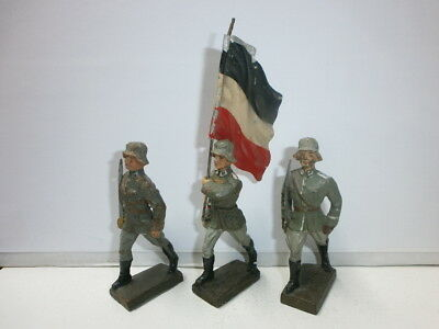 Convolute 3 Old Lineol Ground Soldiers Flag Bearer and Officers 7.5 Cm