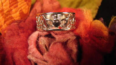 ~Beautiful Claddagh Love, Loyalty And Friendship Ring & Spell Scroll To Attract