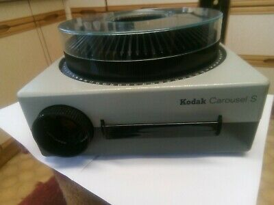 Kodak Carousel S 35mm Slide Projector With Case, Remote & Magazine 3 CAROUSELS .
