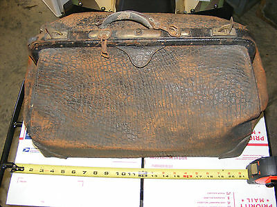 Vintage Collectible Doctor's Bag / Satchel?