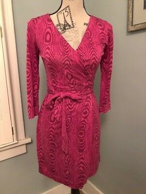 19321e8de44 DVF Diane Von Furstenberg Size 4 100% Silk Dress Wrap Pink Short Mini