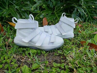 2378c17f8ba51 NIKE LEBRON SOLDIER 11 Flyease White Basketball Shoes 918369-103 -Sz 12  Youth -  27.00