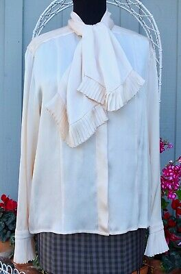 ff77f09b15068 Vintage Chanel Boutique Ivory Silk Blouse From Amen Wardy Size 40 Or US 8