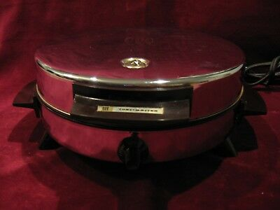 "Vintage Toastmaster 8"" Round Waffle Maker W252 Bakelite Handles Feet Chrome Excl"