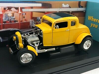 1:18 Ertl American Muscle American Graffiti '32 Ford Deuce Coupe in Yellow 32078