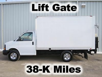 3500 Express Gas 12-Ft Box Cube Van Delivery Lift Gate Haul Truck 38-K Low Miles