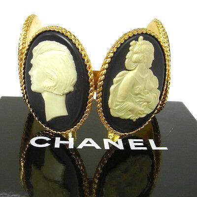 ULTRA RARE!! Authentic CHANEL Vintage CC Logos Bangle Gold-Tone V00122