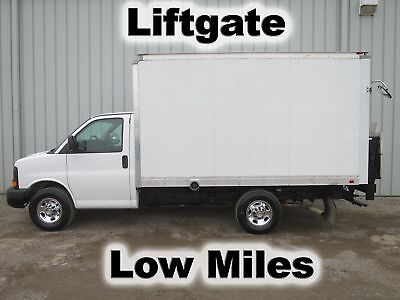Express 3500 V-8 Gas 12Ft Cube Van Delivery Box Lift Gate Truck Low Miles
