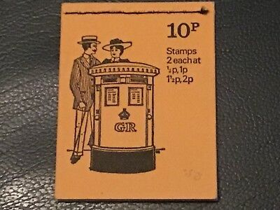 GB AUGUST 1972  10 p BOOKLET With STAMPS U/MINT.        VERY NICE