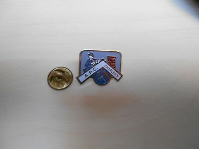 Pin's Pins A.P.C. Charleroi couvreur symbole