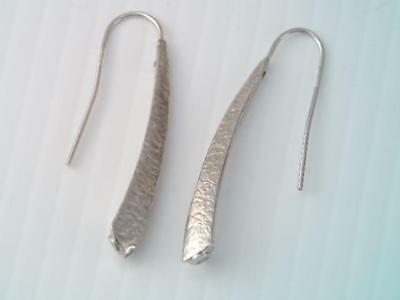 Vintage Italy Solid 14K White Gold Long Tapered Dangle Earrings Hammered Design