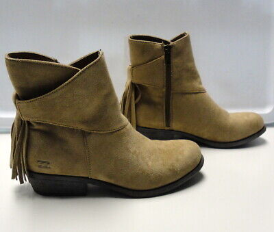 d12f0bc37b05 BILLABONG Beige Faux Suede Fringed Round Toe Zip Up Ankle Boots Size 7 B4566
