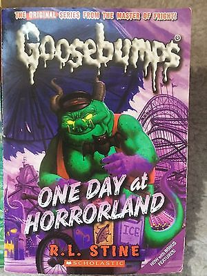 ONE DAY AT HORRORLAND Goosebumps R L Stine PAPERBACK (DIFFERENT COVER)